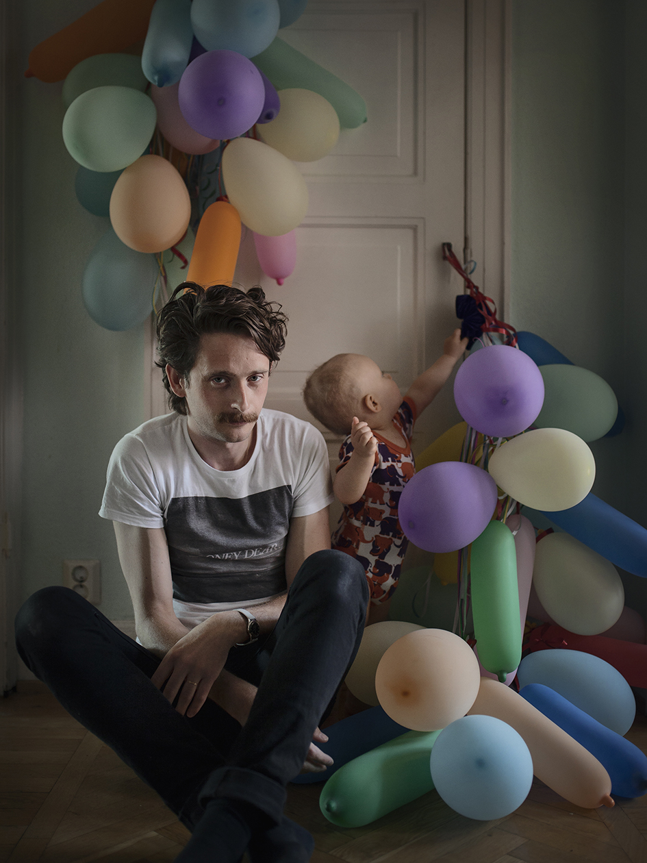 """Fredric Janson, 34, EngineerWhen their son Ossian was born,Fredric and his partner took fourmonths' joint parental leave, thenthey alternated 50/50.""""Because we took turns beingon leave and working, right fromwhen we first became parents,parental leave has never felt boringor monotonous. We thought it wasimportant for both of us to be able tobe with our child during all stages ofdevelopment, and so we chose to behome together during the first fourmonths, and then alternate."""""""